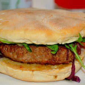 Hambúrguer no Bolo do Caco
