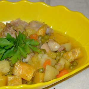 Frango estufado com legumes