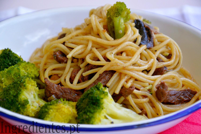 Bife Salteado com Brócolos e Esparguete