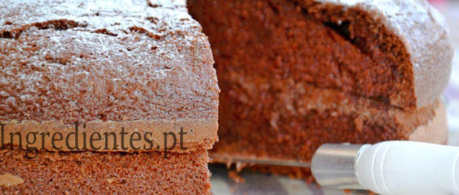 Bolo de Chocolate com Recheio de Nutella