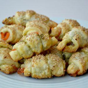 Mini Croissants de Salmão e Pesto