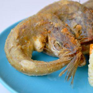 Pescadinhas de Rabo na Boca Com Arroz de Cenoura